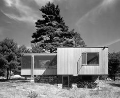 Chamberlain Cottage, Walter Gropius/ Marcel Breuer, Wayland, MA, 1942. Photo by Ezra Stoller.