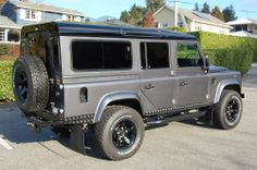 // Land Rover : Defender 110