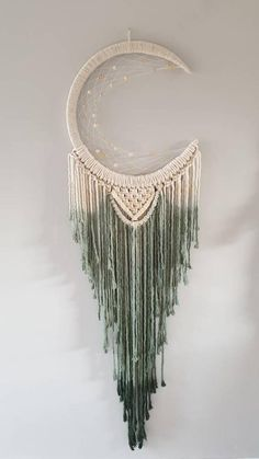 Dip dye macrame mooncatcher in forest green Macrame Design, Macrame Art, Macrame Projects, Macrame Knots, Macrame Wall Hanging Patterns, Macrame Patterns, Macrame Plant Hangers, Moon Dreamcatcher, Crochet Dreamcatcher