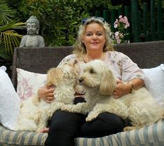 Petra und die Autorenhunde Linda und Curro Petra and her dogs.