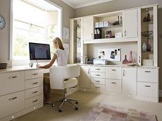 Love the modern chair in this home office Home Office Furniture Design, Ikea Home Office, White Office Furniture, White Desk Home Office, Office Den, Guest Room Office, Study Office, Office Room Ideas, Office Workspace