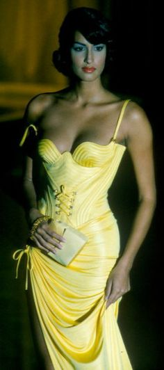 Versace | ❤︎† Yellow Essence | https://www.pinterest.com/sclarkjordan/yellow-essence/