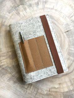 Büchertaschen - Kalender-Buchhülle★WollFilz&Vegan Leder★Crema - ein Designerstück von Chiquita-Jo bei DaWanda