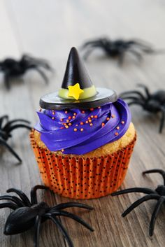 Let your cupcakes get in on the costume action!  Brought to you by M&M'S®