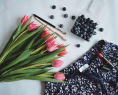 Субботамои хорошие!Желаю вам отличного дня и настоящего отдыха.Какие планы?:-) #dmhaul #tulips #essence #rossmanhaul #restday #brushes #zoeva #makeupotd #makeuptutorial #makeup #lipstick #redlips #breakfast #homesweethome #home #dreamcometrue #vscogermany by beautyinanydetail
