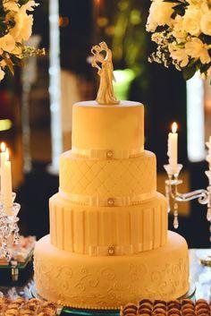 O estilo dos noivos já pode ser visto através dos detalhes do casamento, principalmente do bolo. Lindo e clássico. --- The style of the wedding can be seen already in the details of the event, mainly in the wedding cake. Beautiful and classic.