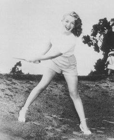 Marilyn Monroe golfing! #golf #lorisgolfshoppe