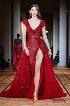 Elie Saab Couture, Style Couture, Haute Couture Dresses, Haute Couture Fashion, Couture Week, Abaya Style, Runway Fashion, Fashion Show, Fashion Design