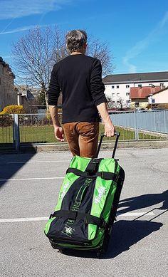 Bogi Bag Test: Moderner Reisetasche-Trolley im Test - Praxistests! Golf Bags, Sports, Carry On Suitcases, Coin Purse, Sport