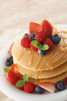 Cute Breakfast Ideas, Cute Food, Yummy Food, Chocolate Chip Pancakes, Food Wallpaper, Food Packaging Design, Food Platters, Aesthetic Food, Creative Food