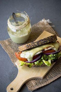 sándwich de mayonesa y aguacate