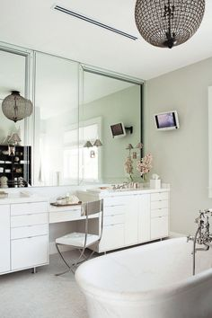 Master bath design by Nate Berkus - more here: http://mylusciouslife.com/famous-folk-at-home-with-nate-berkus/