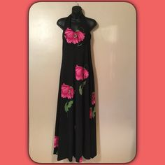 "Gorgeous Halter maxi dress Excellent condition. Polyester. Ties around neck and hook across back. Gorgeous dress. Size 6 and across bust will fit 36"" Dresses Maxi"