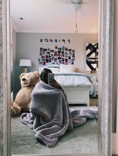 small bedroom design , small bedroom design ideas , minimalist bedroom design for small rooms , how to design a small bedroom Dream Rooms, Dream Bedroom, Small Room Bedroom, Bedroom Decor, Bed Room, Bedroom Lighting, Mirror Bedroom, Master Bedrooms, Bedroom Bed