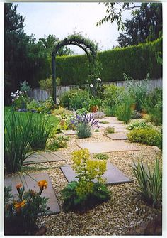 I like placement of the paving slabs through the plants and gravel.