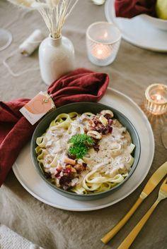 Herbstliches Freunde-Dinner mit veganem Menü Yummy Food, Ethnic Recipes, Dinner, Vegan Menu, Delicious Vegan Recipes, Finger Food, Food Food, Flower Decorations, Friends