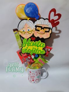 Candy Bouquet Diy, Diy Bouquet, Cake Toppers, Crafts, Design, Grandparents Day, Cup Decorating, Original Gifts, Creative Gifts