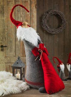 make some gnomes for Christmas decor Swedish Christmas, Christmas Gnome, Scandinavian Christmas, Father Christmas, Christmas Projects, Winter Christmas, All Things Christmas, Holiday Crafts, Christmas Stockings