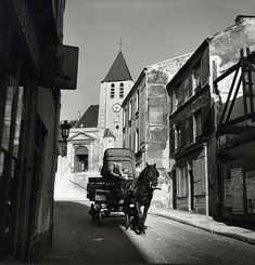 La rue Saint-Blaise vers 1940. Une photo de © Roger Schall. Paris 20ème. Saint Germain, Menilmontant Paris, Old Photos, Vintage Photos, Saint Blaise, Old Paris, Paris Rue, I Love Paris, Robert Doisneau