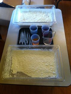 "Cornflour trays, coloured water, a jug of plain water & droppers - from Beansprouts Preschool Blog ("",)"