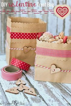 Let's surprise your female lovers for Valentine Day, let's make gift for her by yourself. Here are 25 diy Valentine Day gifts for her. Valentine Treats, Valentine Day Love, Valentine Day Crafts, Valentine Cupcakes, Heart Cupcakes, Pink Cupcakes, Diy Valentine's Treat Bags, Diy Valentine's Treats, Happy Hearts Day