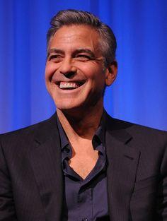 Pin for Later: 10 Dinge, die ihr wahrscheinlich noch nicht über George Clooney wusstet Er hatte ein Hausschwein Für 18 Jahren war ein Hängebauchschwein George's treuester Begleiter. Im Jahr 2006 verstarb das Tier namens Max leider.