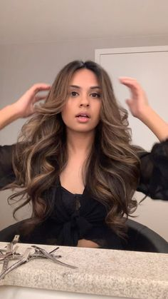 Brunette Balayage Hair Discover Big Bouncy Hair How to get big loose curls Big Curls For Long Hair, Big Loose Curls, Hairdo For Long Hair, Easy Hairstyles For Long Hair, Formal Hairstyles, Curls For Medium Hair, Curl Long Hair, Wavy Hair, Big Voluminous Curls