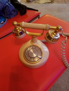 Old timey phone Landline Phone, Furniture, Home Furnishings, Arredamento