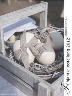 DIY Easter eggs by grammy me Egg Crafts, Easter Crafts, Easter Ideas, Easter Table Decorations, Easter Decor, Deco Floral, Easter Holidays, Egg Decorating, Happy Easter