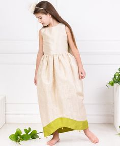 Lazy Francis is a luxury childrenswear brand designing clothes for girls from 1 till 16 years old. Dress Outfits, Girl Outfits, Girls Designer Clothes, Little Fashionista, Girls Party Dress, Looking Stunning, Girls Shopping, Couture Fashion, Silk Dress