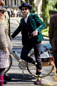 Tweed Run: London's most stylish bike ride Fashion Sewing, Mens Fashion, Casual Steampunk, Tweed Ride, Everyday Steampunk, Circus Costume, London Outfit, Cycle Chic, Japanese Men
