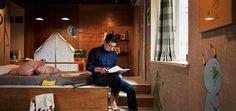 Alcuni giorni fa, su molte testate appariva la notizia di una multa fino a 7500 dollari per chiunque affitti una camera o un appartamento attraverso la piattaforma share airbnb nello stato di New York. Provvedimento fortemente voluto dall'amministrazione dello Stato di New York, che da tempo ha iniziato una battaglia per mettere al bando il portale di share per favorire gli albergatori locali. Alla decisione del Governatore Andrew Cuomo, Arbnb ha risposto attivando un'azione legale atta a…