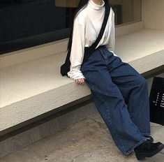 Image discovered by ❤︎. Find images and videos about girl, fashion and style on We Heart It - the app to get lost in what you love. Korean Outfits, Mode Outfits, Retro Outfits, Cute Casual Outfits, Vintage Outfits, Fashion Outfits, Boyish Outfits, Aesthetic Fashion, Look Fashion