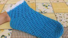 Návod na háčkování dámských zimních ponožek Fingerless Gloves, Arm Warmers, Retro, Crochet, Blog, Sock, Videos, Recipes, Fingerless Mitts