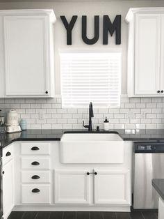Gorgeous 70 Best White Kitchen Design and Decor Ideas https://bellezaroom.com/2017/11/08/70-best-white-kitchen-design-decor-ideas/