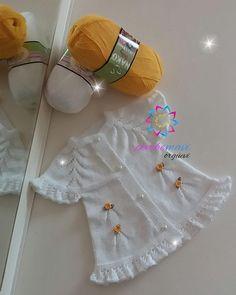 İyi günler...Gönül hanımın toplu siparişlerinden olan yeleğimiz 💞💞🌼🌸🏵 Chunky Knitting Patterns, Hand Knitting, Crochet Patterns, Crochet For Kids, Crochet Baby, Free Crochet, Applique Towels, Baby Vest, Tissue Box Covers