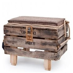 Ottoman made from pallets. This would be awesome on the patio.  Home Decor Home Design Home Decorating Home Party Ideas Furniture  Decoration Ideas D.I.Y Do It Yourself