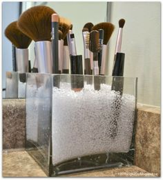 Top 10 Blog Posts of My First Year - the best method for storing makeup brushes