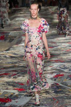 Alexander McQueen Spring/Summer 2017 Women's Wear.