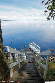 Finnish summer scenery cottage by the lake mökki Lake Cottage, Garden Cottage, Cottage Style, Cottage Exterior, Deck, Summer Dream, Lake Life, Beach Cottages, Relax