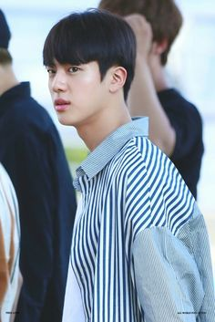 Short and black-haired jin is my favourite jin Bts Jin, Bts Bangtan Boy, Super Mario, Worldwide Handsome, Namjin, Jung Hoseok, South Korean Boy Band, Korean Singer, Seokjin