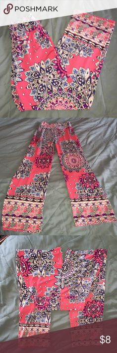 Palazzo pants pink size xsmall Pink palazzo pants very cute size x small , like 00-0 small I'm a 2 and they are kinda tight on mebundle and save Pants