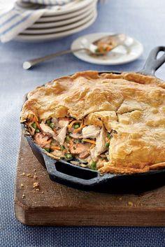 Skillet Chicken Pot Pie Recipe, One Skillet Meals, One Pot Chicken, One Pan Meals, Chicken Casserole, Easy Chicken Recipes, Casserole Recipes, Easy Meals, Skillet Recipes