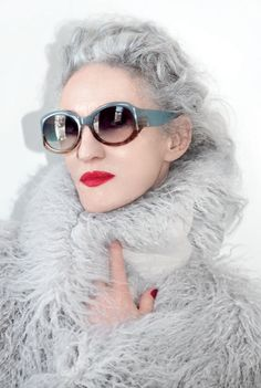 New York-based stylist Linda Rodin has drawn on her extensive experience in the fashion and beauty industry to create luxury products for the face, body and hair. A signature fusion of scented oils including Jasmine, Sweet Almonds and Jojoba form a unique and covetable collection that will deliver a natural, healthy glow after every application.
