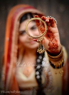 tips for indian wedding photography Indian Wedding Poses, Indian Bridal Photos, Indian Wedding Couple Photography, Wedding Couple Photos, Bride Photography, Wedding Images, Photography Ideas, Bridal Poses, Bridal Photoshoot