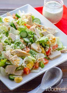 【材料】(8人分) レタス1/2個、きゅうり1/2本、トマト中2個、ゆで卵2個、ササミ250g、お好きなチーズ(あれば低脂肪)1/4カップ、お好きなドレッシング1カップ 【作り方】 1.レタス、トマトはざく切り、きゅうりは半分の長さに切ってスライス、ゆで卵はスライス、ササミは一口大に、チーズは細かく裂く 2.全ての材料をボウルでまぜ合わせて完成(ドレッシングなしで冷蔵庫で2日保つ)