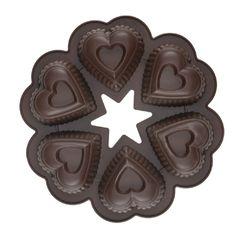 Sydän vuoalla teet sydämen malliset pikkukakut, leivät ja muffinssit. Erinomainen myös esimerkiksi gluteenittomaan leivontaan: pakasta kakku, ja ota sulamaan tarpeen tullen!   Soveltuu myös saippuoiden tekoon!   SYDÄN KAKKUVUOKA 6x1 dl, silikonia