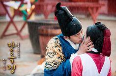 """Yoo Ah In & Kim Tae Hee in """"Jang Ok Jung"""" series"""