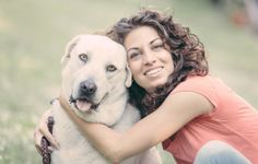 Estudo: cães vêem donos como família e preferem-nos à própria espécie Cientistas 'espreitaram' para dentro do cérebro do melhor amigo do Homem e perceberam por que a comunicação entre as duas espécies é tão especial.