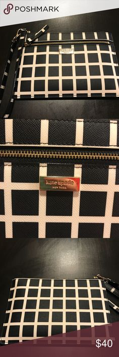 Kate Spade Wristlet Barely used Kate spade wristlet! Perfect for shopping! In heat condition! kate spade Bags Wallets